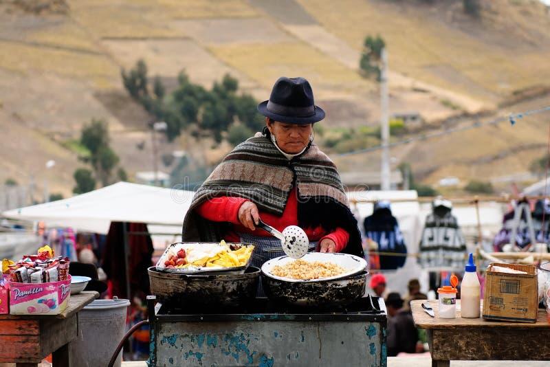 Ecuador etnisk marknad i den Pujili byn royaltyfria bilder