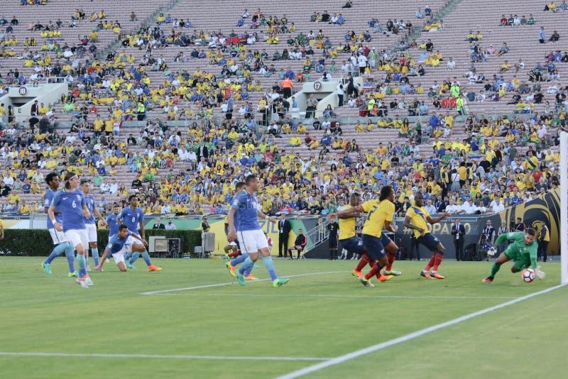Ecuador nationellt fotbollslag som anfaller under Copa Amerika Ce arkivfoto