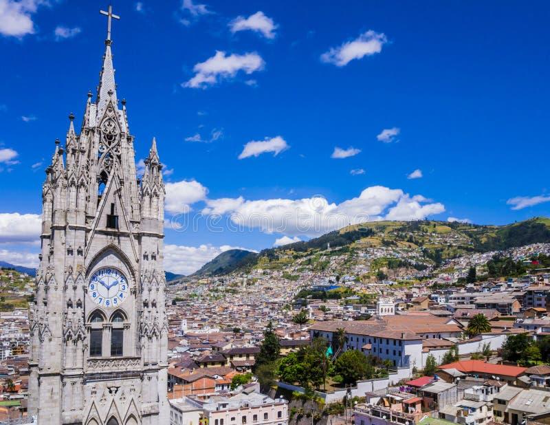 Ecuador stadssikt av Quito från gotisk basilikadel Voto Nacional royaltyfria bilder