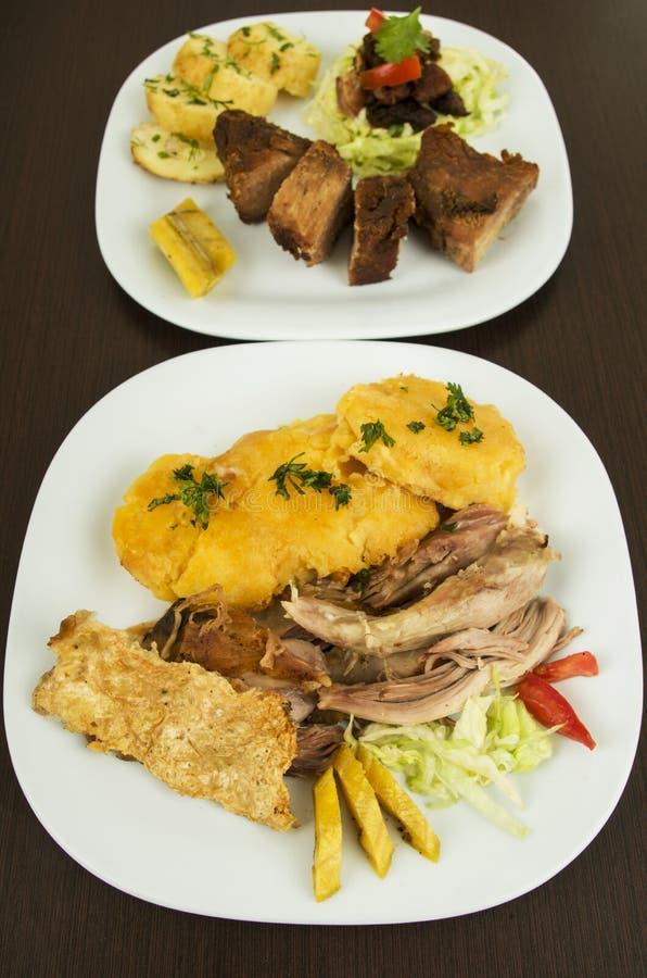 Ecuadorian asado y frito del fritada de Hornado del cerdo imagenes de archivo