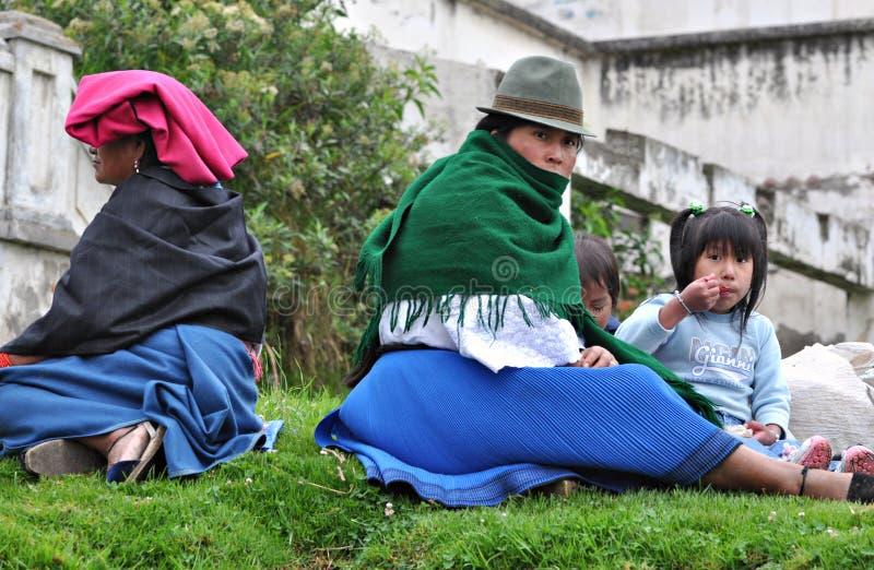 Ecuatoriaanse Vrouwen met Kinderen royalty-vrije stock afbeeldingen