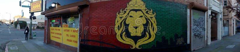 Ecurityslijterij met Lion Mural aan kant van de bouw stock foto