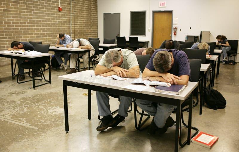 Ed adulto - dormido en clase imágenes de archivo libres de regalías