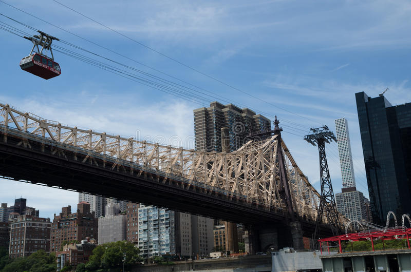 Ed Koch Queensboro bro och den Roosevelt Island bergbanan, Ne arkivfoto