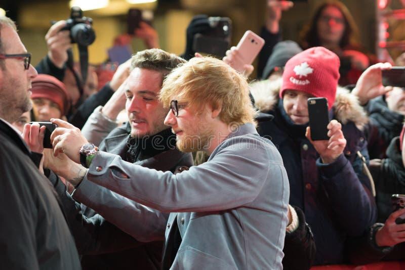 Ed Sheeran en la alfombra roja durante Berlinale 2018 foto de archivo