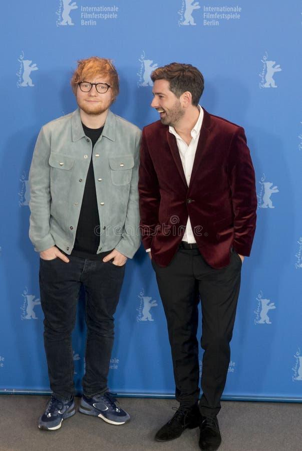 Ed Sheeran och Murray Cummings poserar under Berlinale 2018 royaltyfri bild