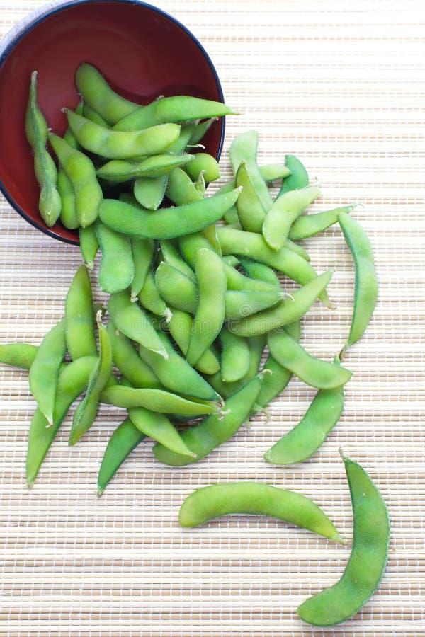 Edamame knaprar, kokade gröna sojabönabönor, japansk mat fotografering för bildbyråer