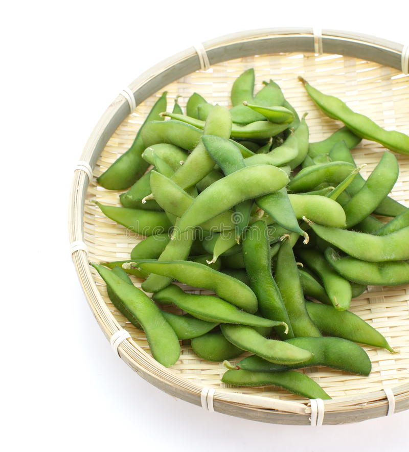 Edamame knaprar, kokade gröna soybönor, japansk mat arkivfoto