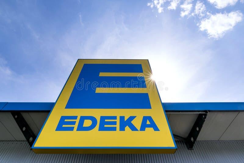 EDEKA-Zeichen an der Niederlassung stockbilder