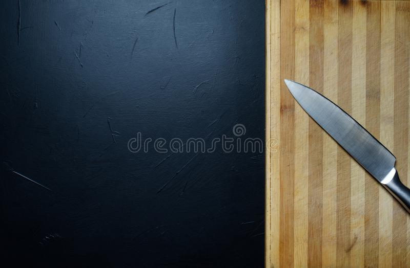 Edelstahlküchenmesser-Schnittbrettgeräte stockfotos