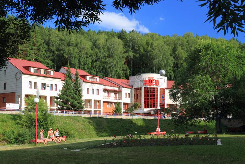 Edem sanatorium in het toevluchtsoord Belokurikha in het Altai-gebied van de Russische Federatie stock foto