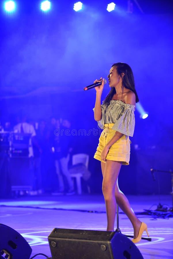 Eden Alena израильская певица preporming на Дне независимости Израиля 70 на Karmiel стоковая фотография