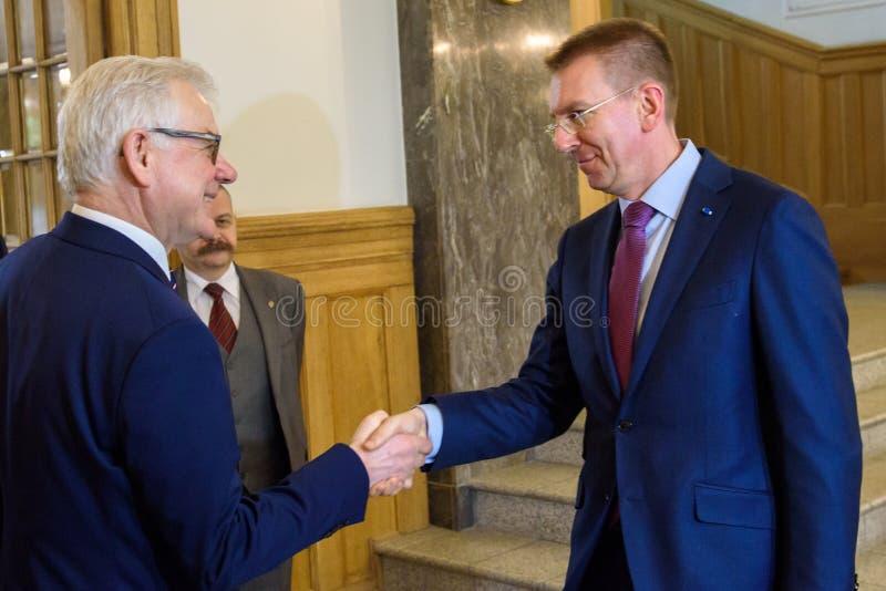 Edgars Rinkevics, ministro de asuntos exteriores de la reunión de Letonia con Jacek Czaputowicz, el Ministro de Asuntos Exteriore imágenes de archivo libres de regalías