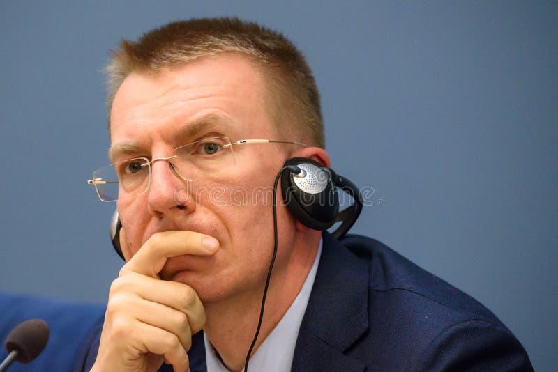 Edgars Rinkevics, ministro de asuntos exteriores de la reunión de Letonia con Jacek Czaputowicz, el Ministro de Asuntos Exteriore foto de archivo