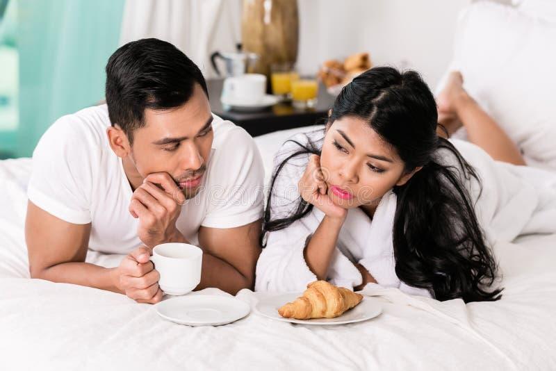 Edições maritais - sentimento do homem rejeitado pela esposa fotografia de stock royalty free