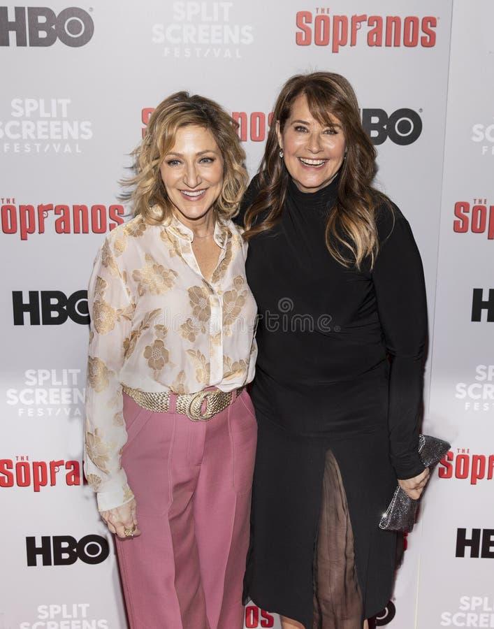 Edie Falco en Lorraine Bracco stock foto