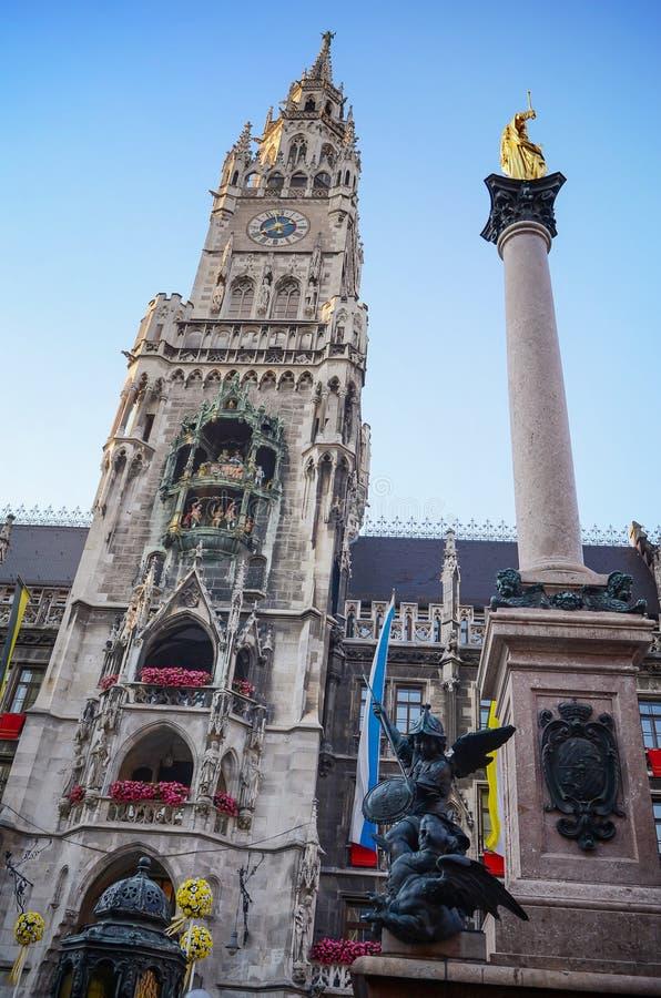 Edieval urząd miasta, Munich urząd miasta przy marienplatz, Nowy urząd miasta zdjęcia stock
