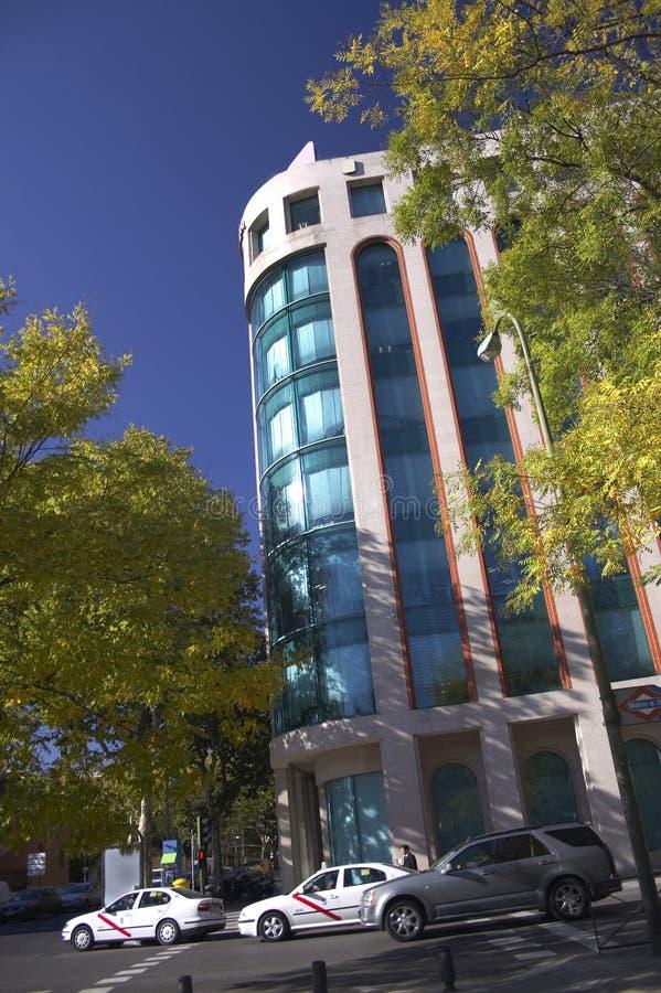 Download Edifício imagem de stock. Imagem de céu, árvores, edifícios - 532675