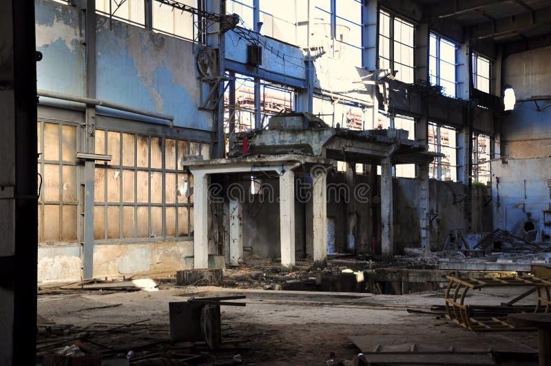 Edifício abandonado e danificado imagens de stock