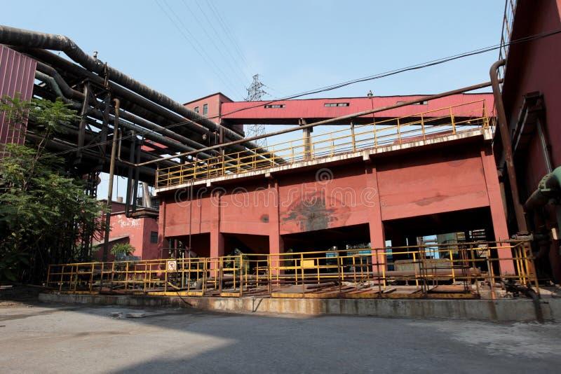Edifício abandonado em uma fábrica velha fotos de stock royalty free