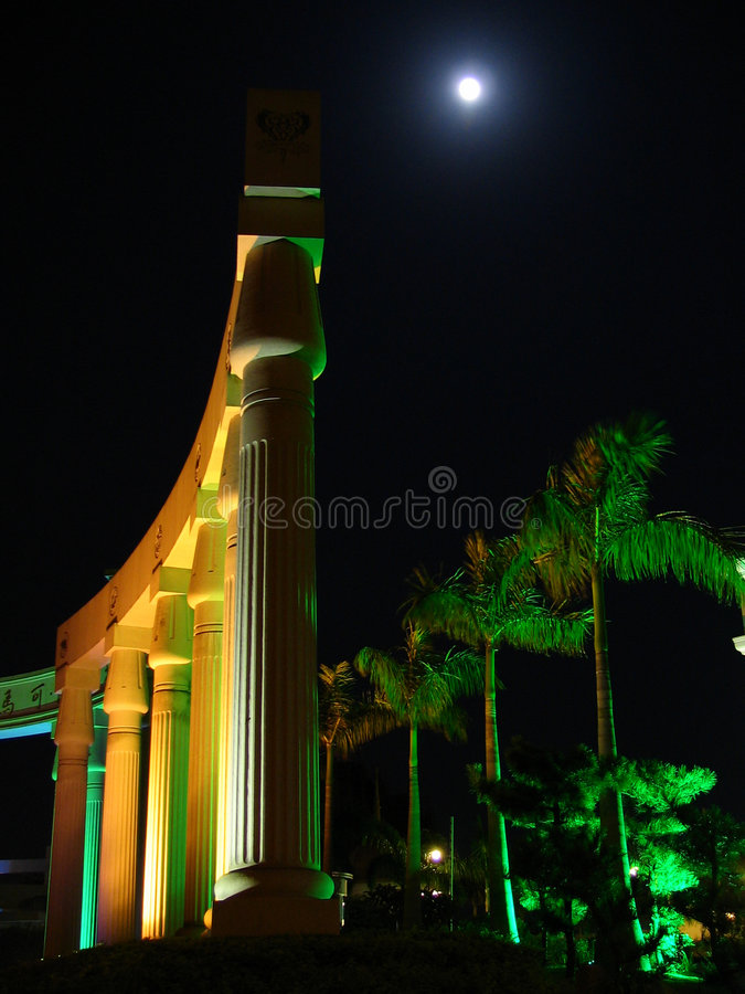 Edifício agradável na noite foto de stock royalty free
