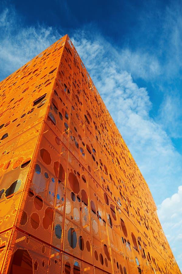 Edifício alaranjado moderno imagem de stock royalty free
