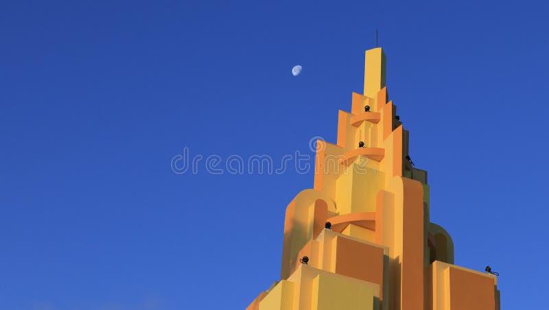 Edifício alaranjado na praia do cacau, Florida foto de stock royalty free