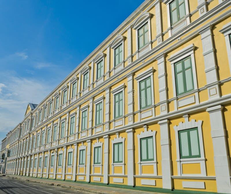 Edifício amarelo imagens de stock