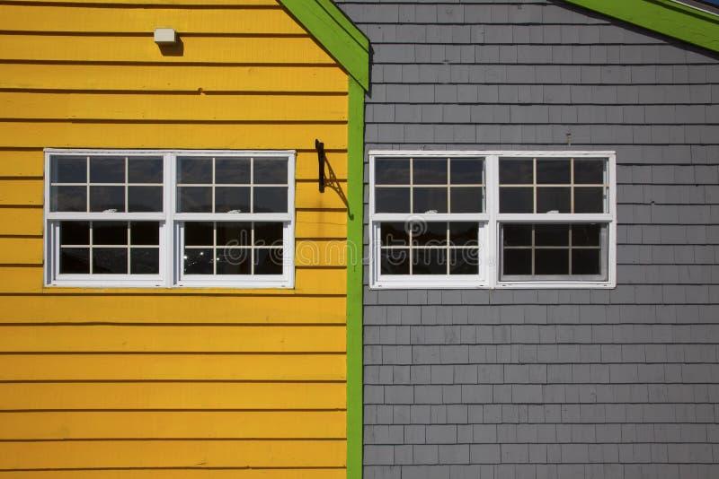Edifício amarelo e cinzento fotografia de stock royalty free
