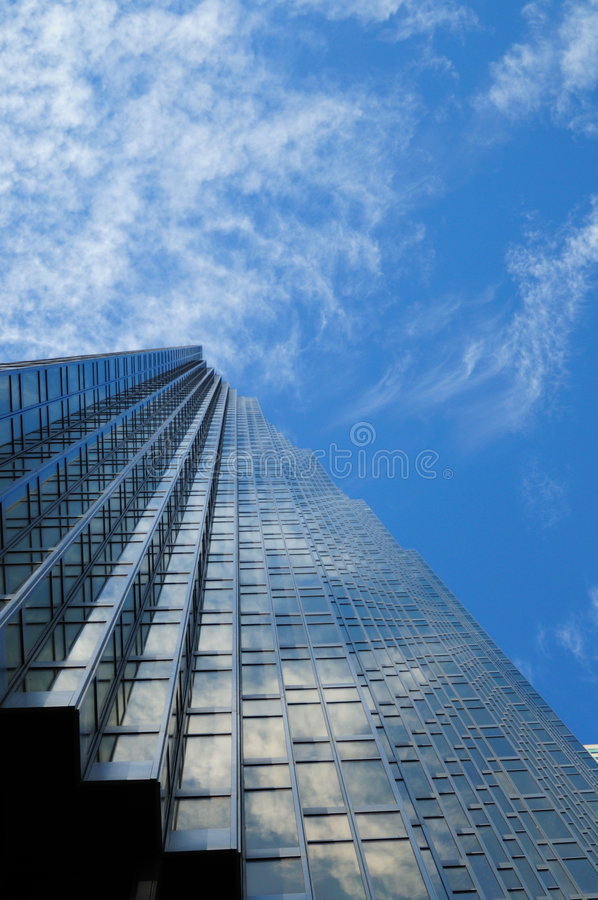 Edifício ao céu fotografia de stock royalty free