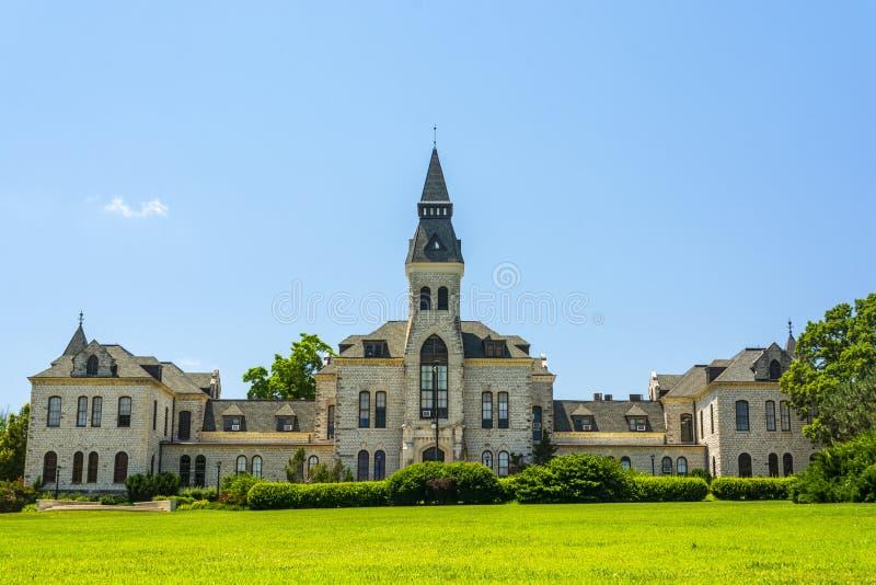 Edifício da administração da universidade estadual de Kansas em Sunny Day fotos de stock