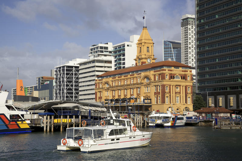 Edifício da balsa de Auckland fotos de stock royalty free