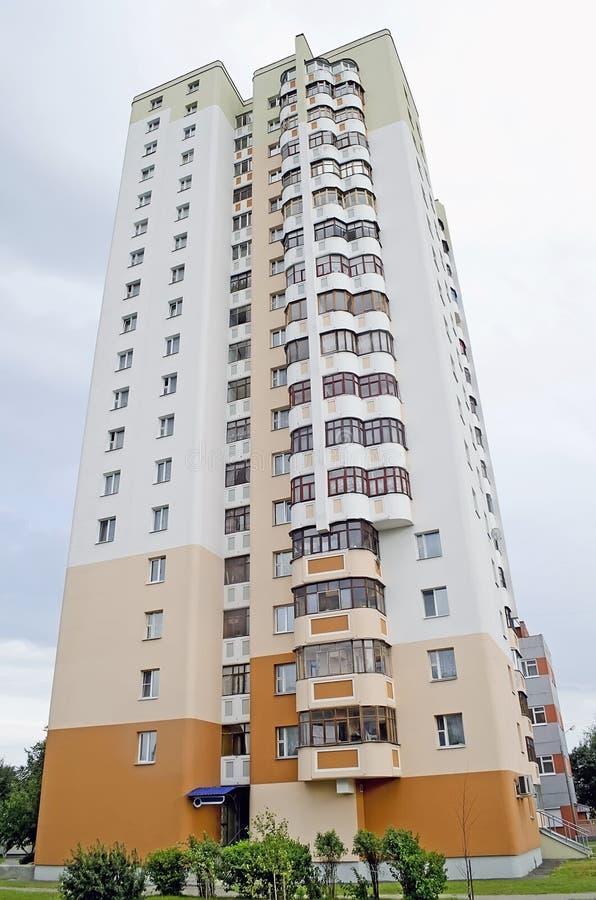 Edifício de apartamento moderno fotografia de stock royalty free