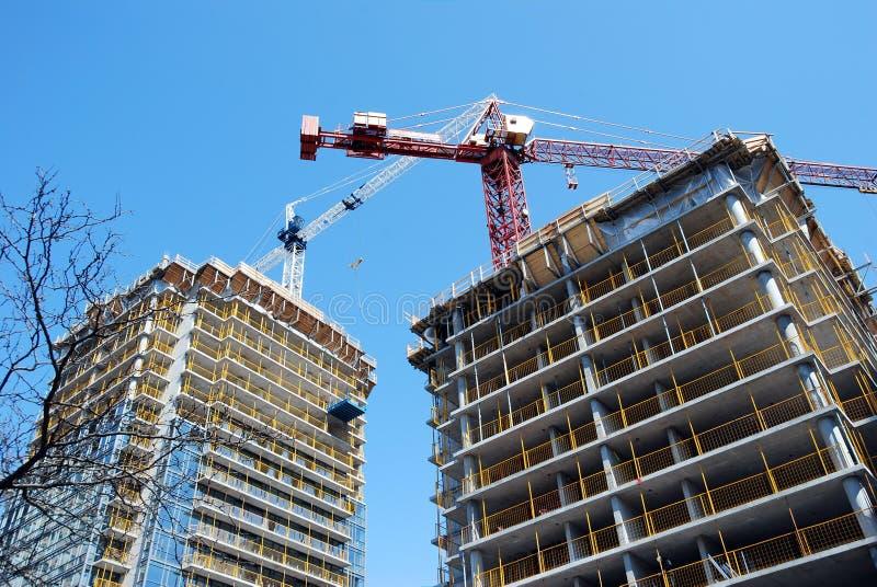 Edifício de apartamento sob a construção fotos de stock royalty free