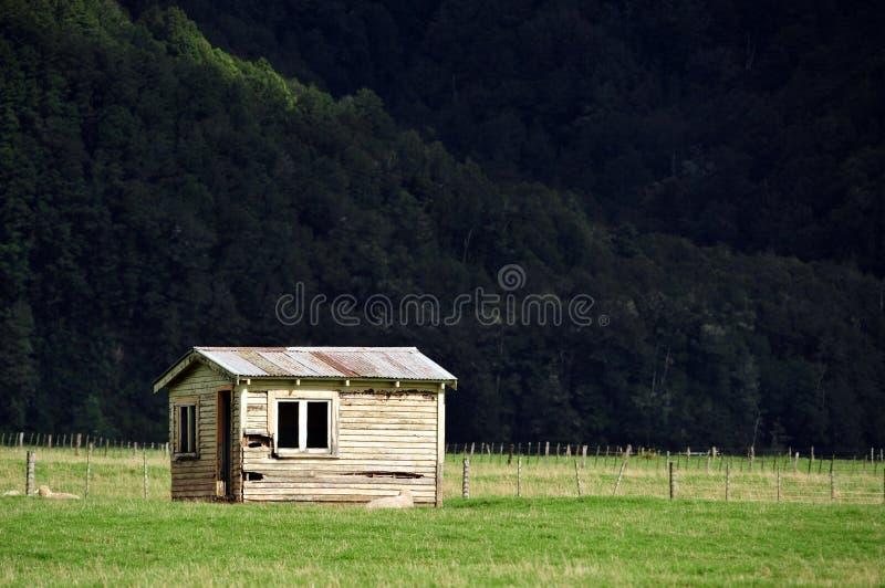 Edifício de exploração agrícola velho Nova Zelândia fotografia de stock
