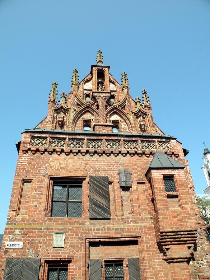 Edifício de Gotic em Kaunas fotografia de stock royalty free