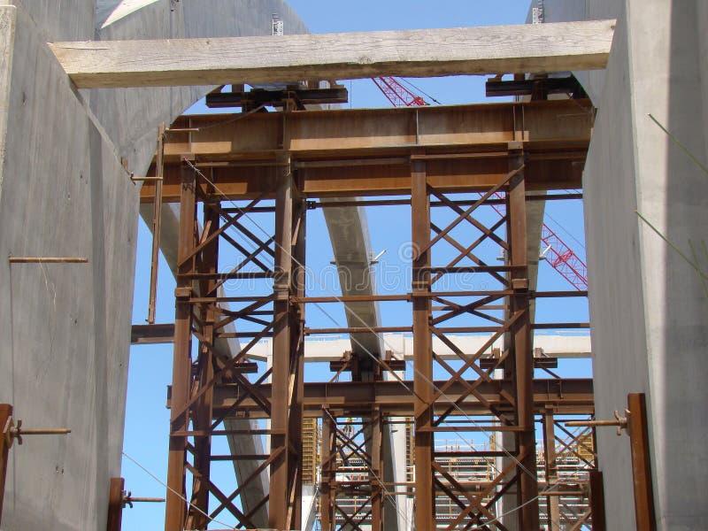 Download Edifício de ponte foto de stock. Imagem de estrada, trabalhos - 12800030
