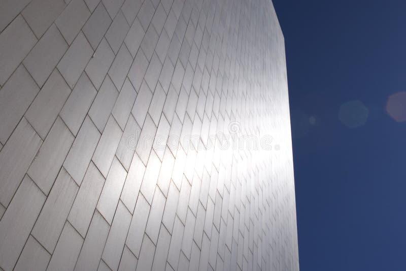 Edifício de prata brilhante fotos de stock royalty free