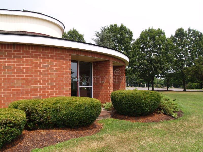 Edifício de tijolo moderno redondo fotos de stock