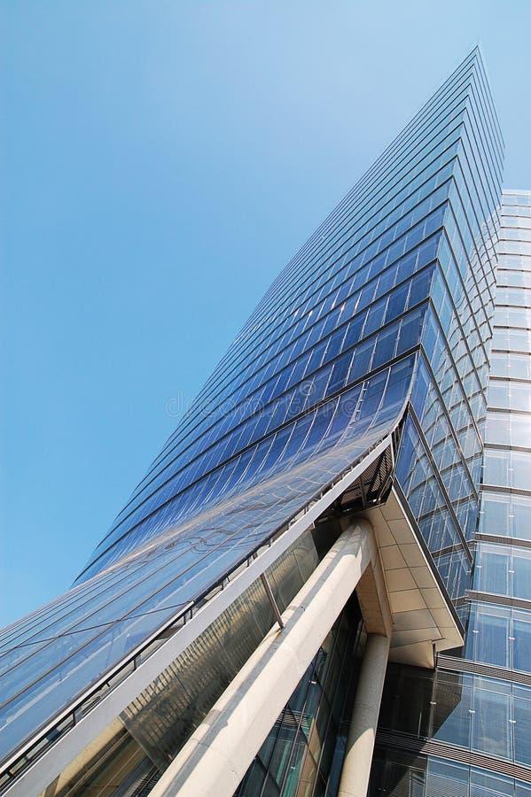 Edifício de vidro do escritório moderno imagem de stock royalty free