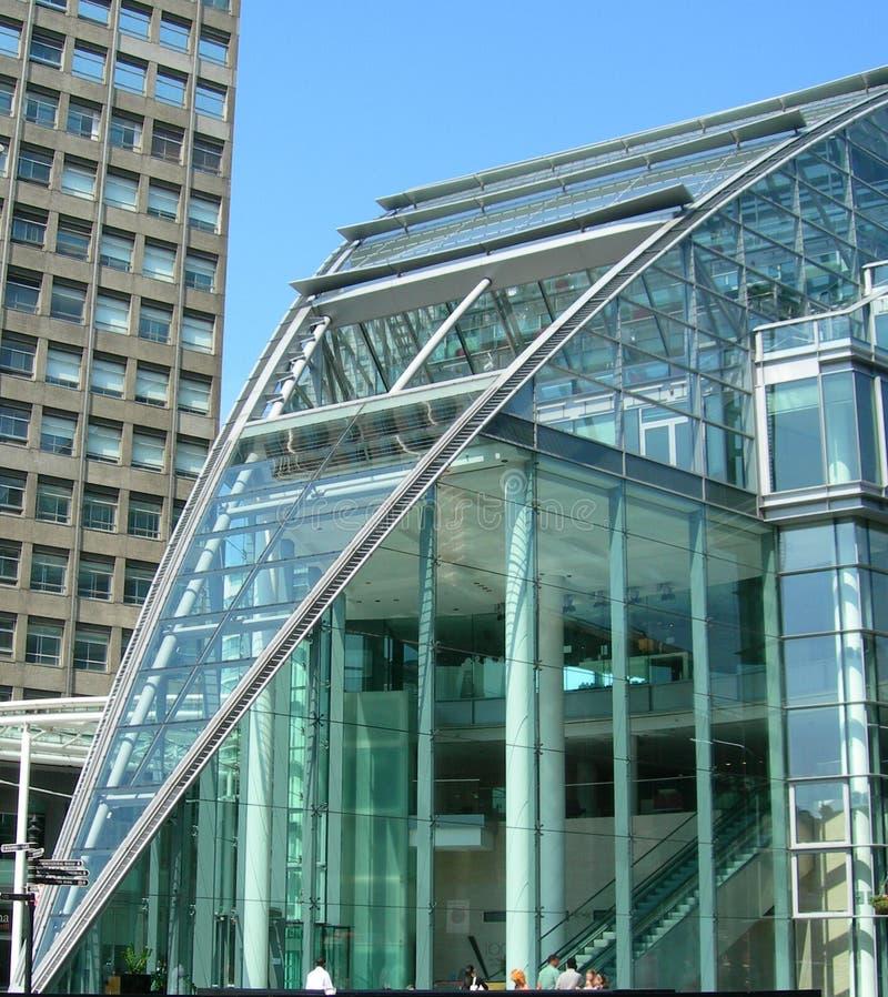 Edifício de vidro em Londres Reino Unido imagem de stock
