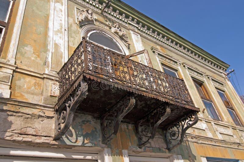Edifício deteriorado do nouveau da arte imagem de stock