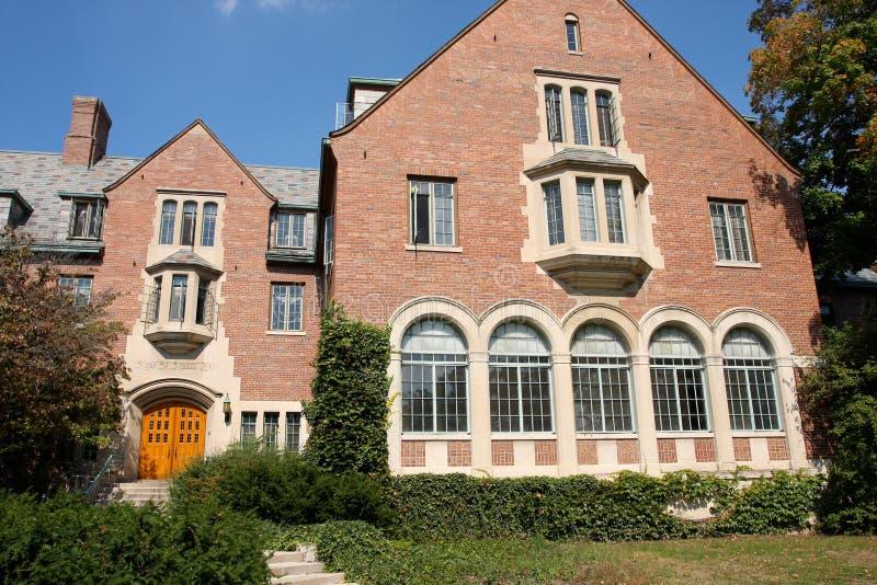 Edifício do campus universitário imagem de stock royalty free
