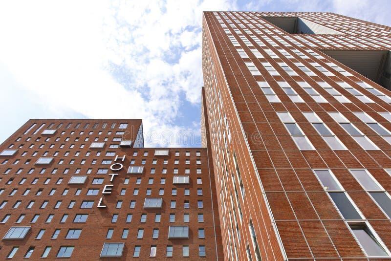 Edifício enorme do hotel imagem de stock royalty free