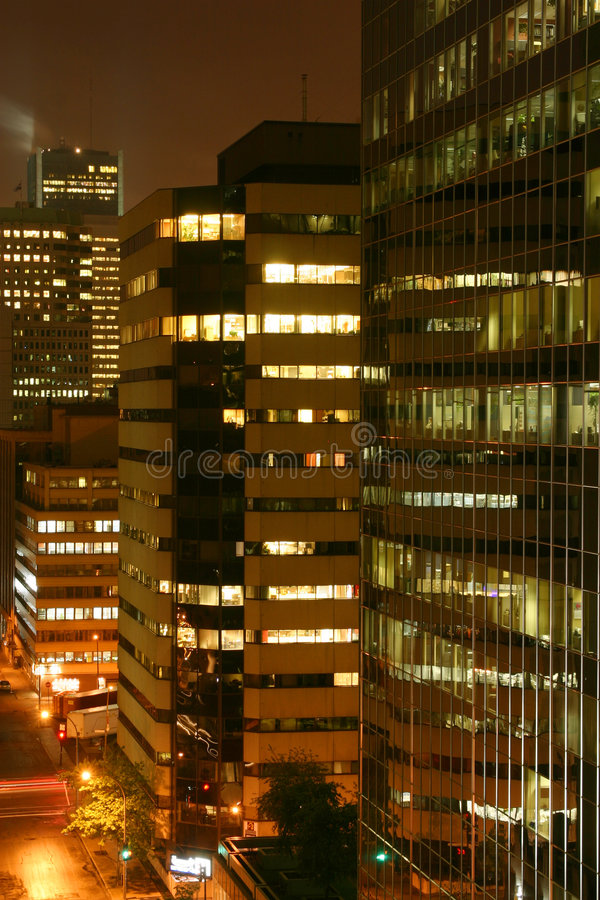 Edifício na noite imagens de stock royalty free