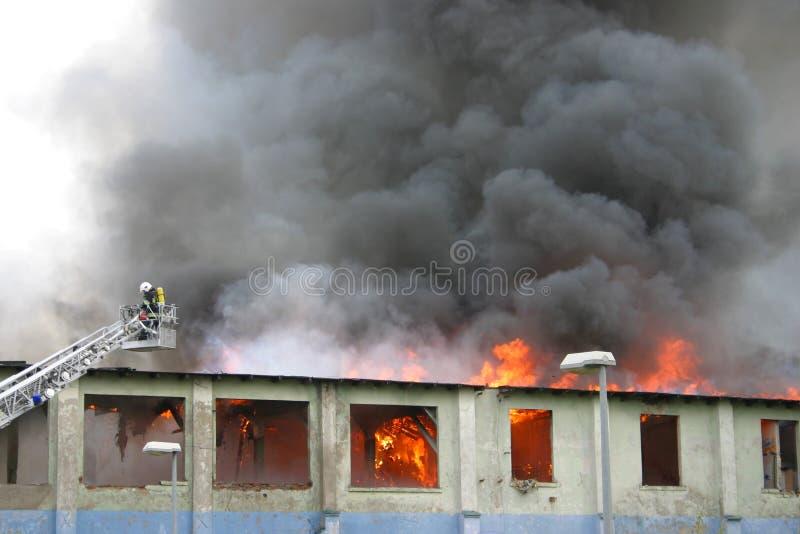 Edifício no incêndio foto de stock royalty free