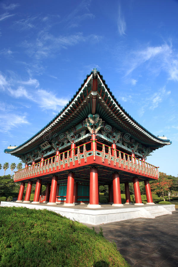 Edifício tradicional de Coreia, console vulcânico de Jeju imagem de stock