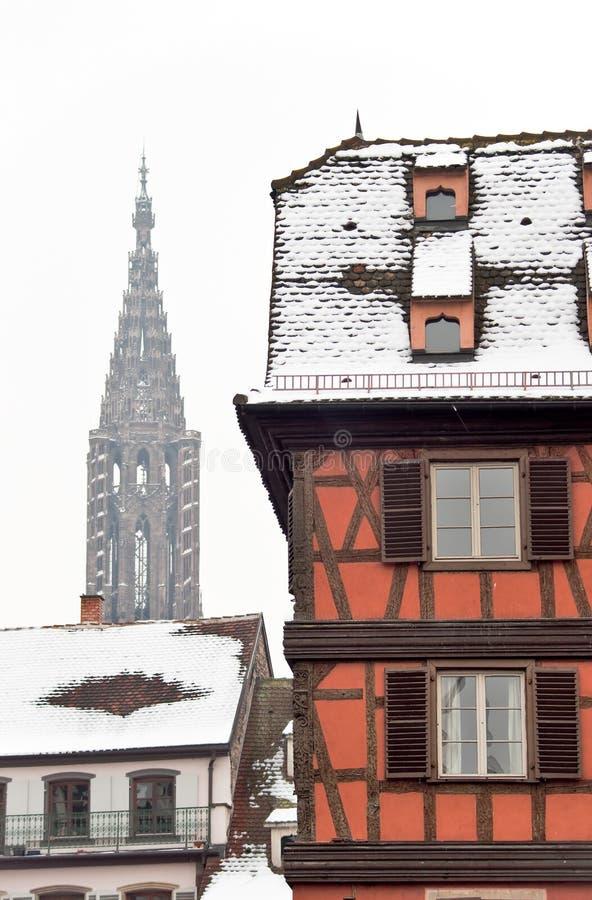 Edifício vermelho no inverno Strasbourg foto de stock royalty free