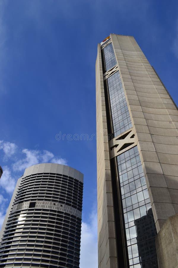 Edifícios altos e curtos imagem de stock