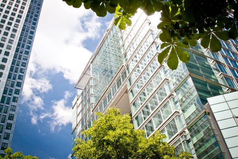 Edifícios corporativos no quadrado de Canadá, Londres foto de stock